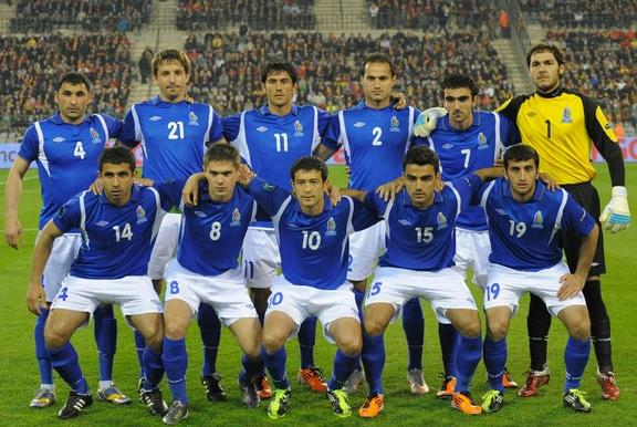 Azerbaijan-10-11-UMBRO-home-kit-blue-white-blue-line-up.JPG