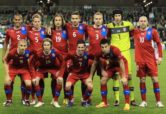 Czech-12-13-PUMA-home-kit-red-red-red-line-up.jpg